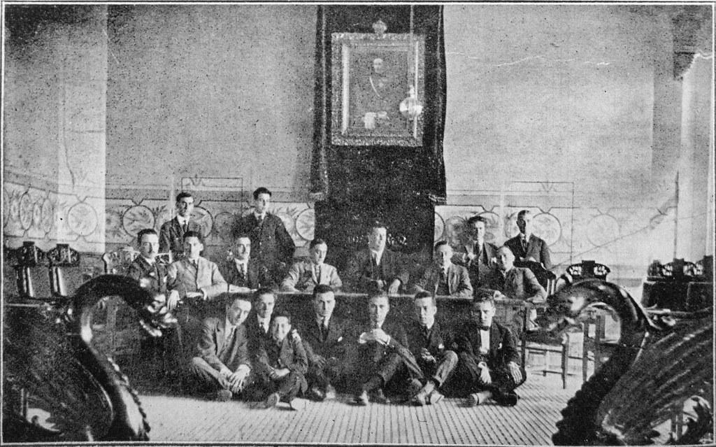 alumnos peritos agrícolas de la Granja Escuela de Albacete en el ayuntamiento tomelloso 1919