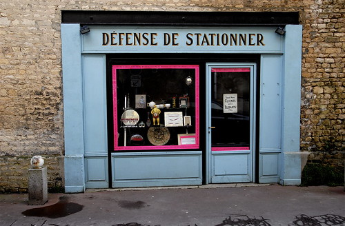 defense de stationner no parking antiques shop rue flickr. Black Bedroom Furniture Sets. Home Design Ideas