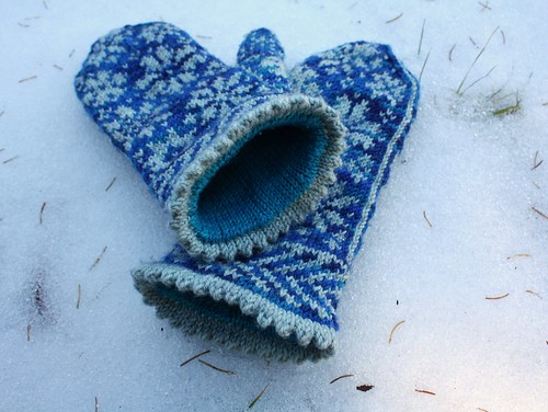 Kelsey's Snowfling Mitts | by Everyday Fray