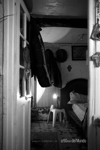 Dormitorio de un hombre rico y sin dinero diego jambrina for Dormitorio varon
