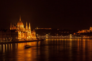 https://www.twin-loc.fr Budapest by night - Le Parlement - photo picture image photography | by www.twin-loc.fr