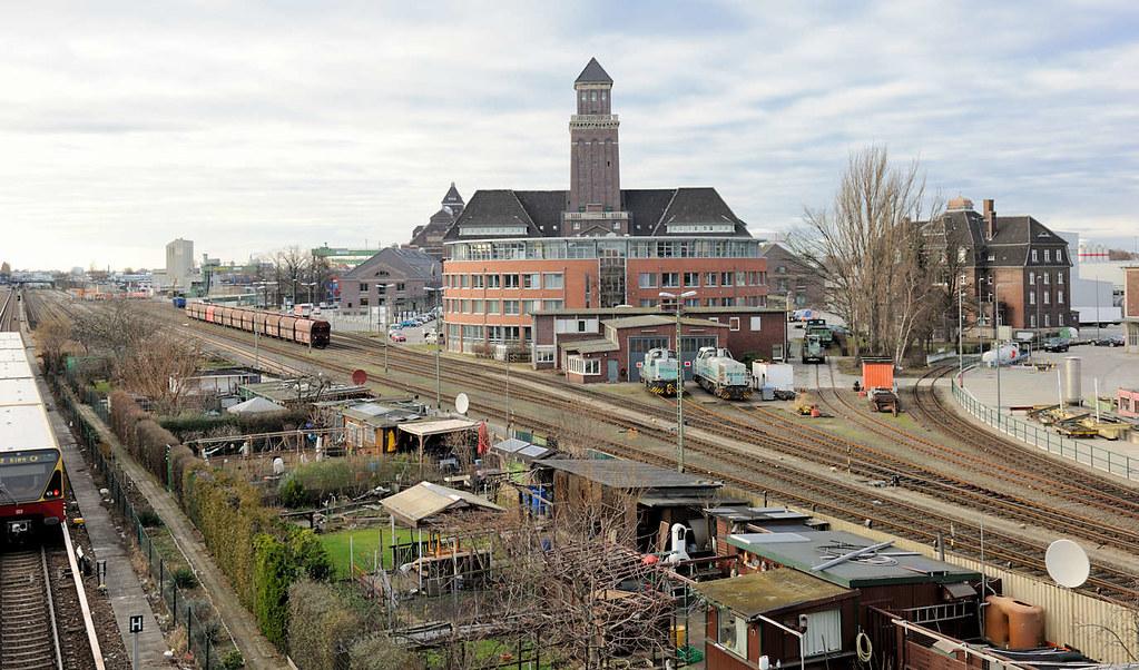 Schrebergarten Berlin 3686 blick über die gleise der güterbahn mit lokschuppen flickr
