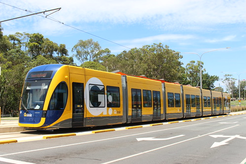 how to get to gold coast hospital from helensvale station