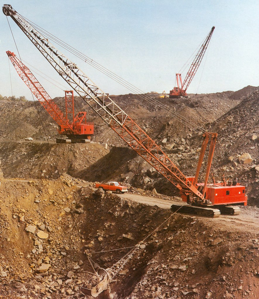 Manitowoc 6400 Digging Coal - YouTube