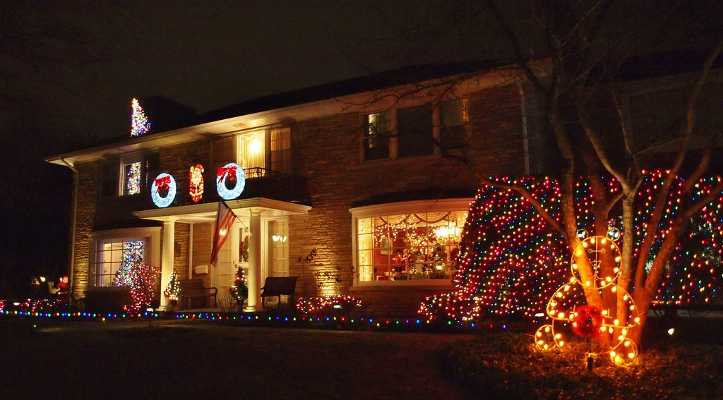 ... Lincolnwood Christmas Lights | by Brule Laker - Lincolnwood Christmas Lights 6601 N. Leroy Ave. I'm Told T… Flickr