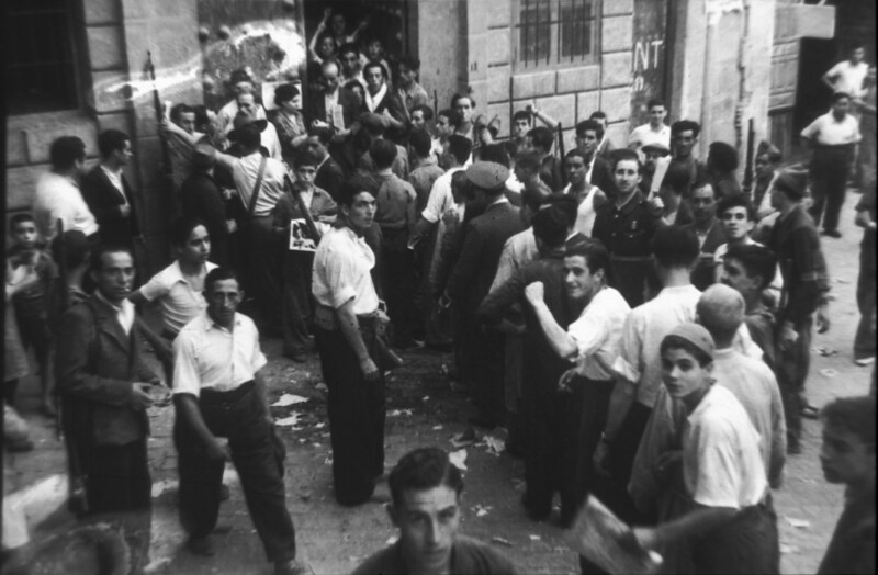 Plaza de San Vicente de Toledo durante la guerra civil, asedio del Alcázar, verano de 1936. Fotografía de Santos Yubero © Archivo Regional de la Comunidad de Madrid, fondo fotográfico