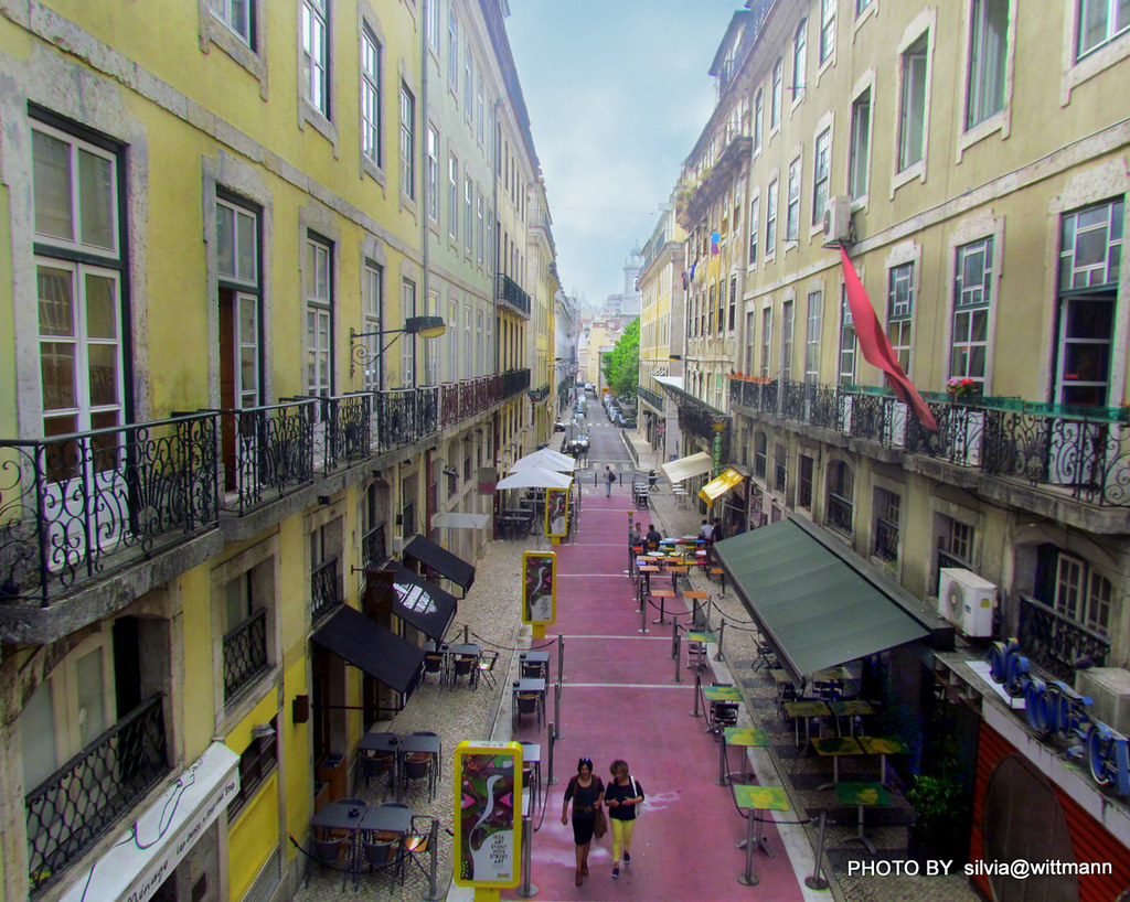 Rua Nova Do Carvalho A Rua Cor De Rosa De Lisboa Flickr