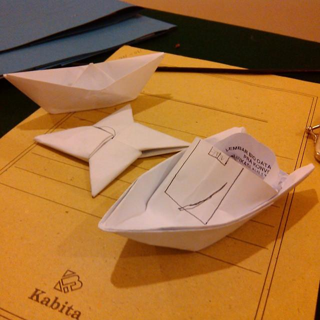 Begini Kalo Para Pegawe Yg Generasi90an Lagi Ga Ada Kerjaan Origami Speedboat