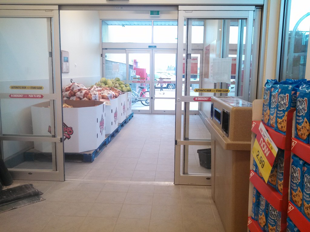 New Doors From Besam At Your Independent Grocer Earlier Th Flickr