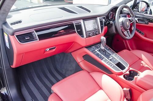 Porsche macan turbo black with red interior amari - Porsche macan white with red interior ...