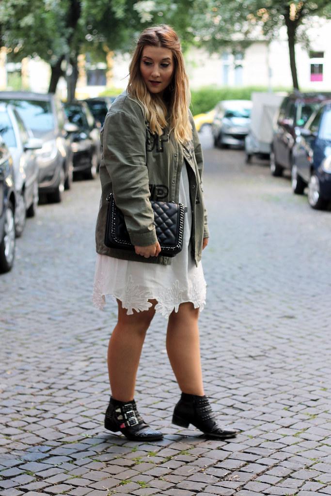 outfit-look-style-modeblog-fashionblog-tasche-jacke-zara-print-spitzenkleid-sommer19
