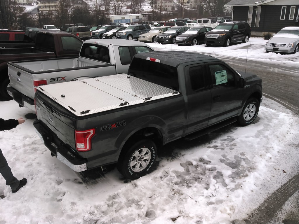 Aluminum tonneau cover on new 2015 f150 by diamondback truck covers