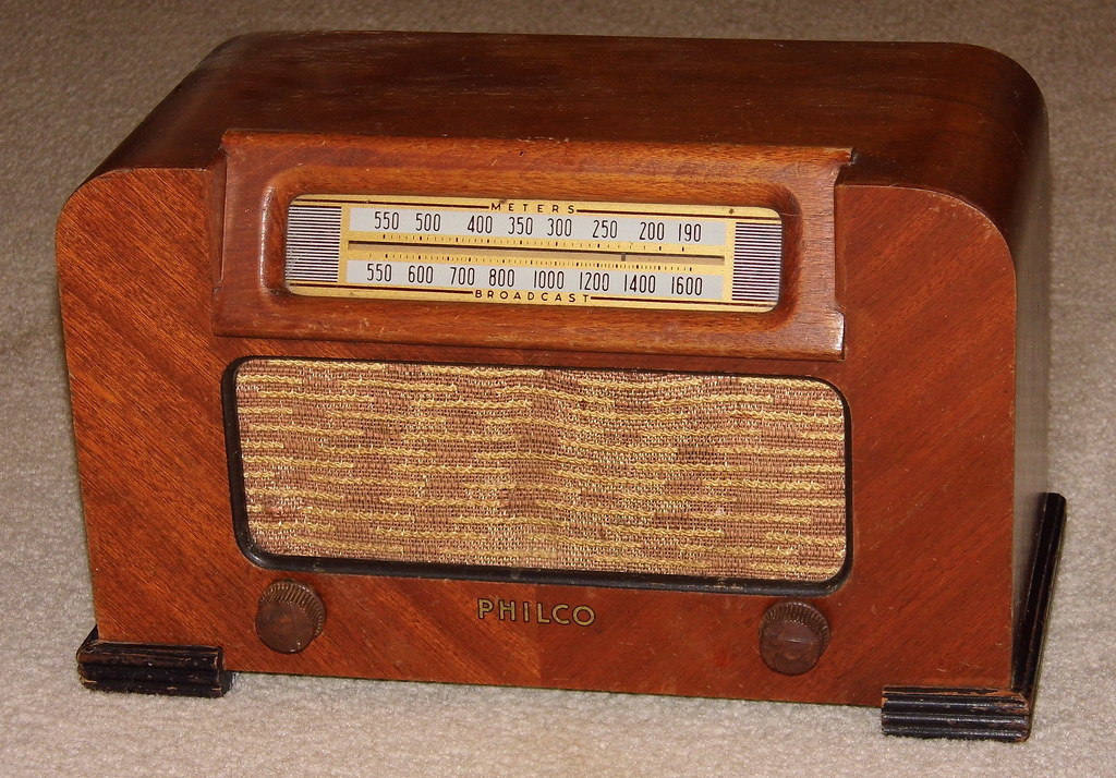 Vintage Philco Wood Table Radio Model 42 321 Broadcast Band Only MW 6 Tubes Circa 1942