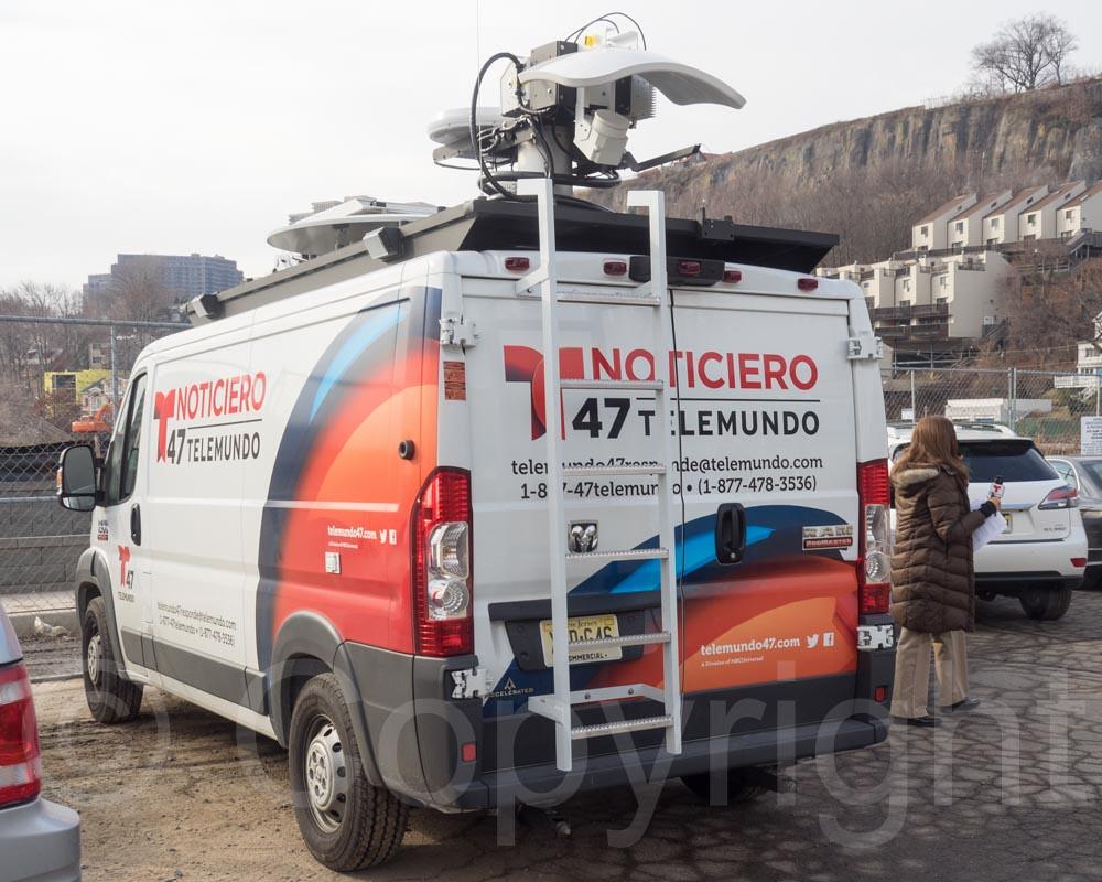 Telemundo Satellite Truck FiveAlarm Fire At Avalon Apart Flickr - Avalon truck