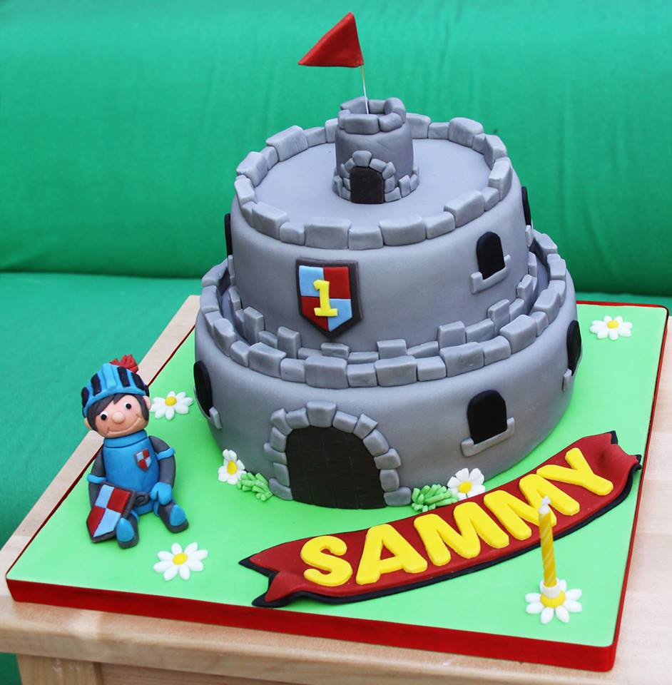 Remarkable Mike The Knight Birthday Cake Eve Bedder Flickr Funny Birthday Cards Online Eattedamsfinfo