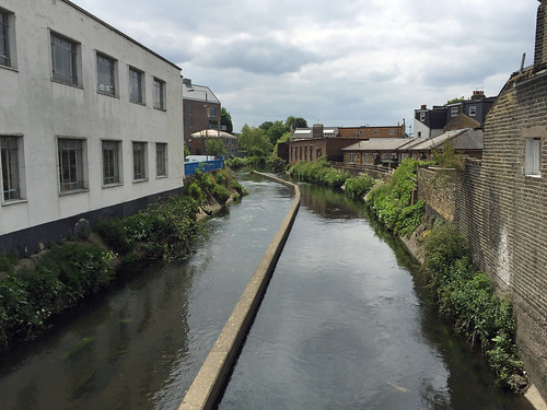 River Wandle, Earlsfield | by diamond geezer