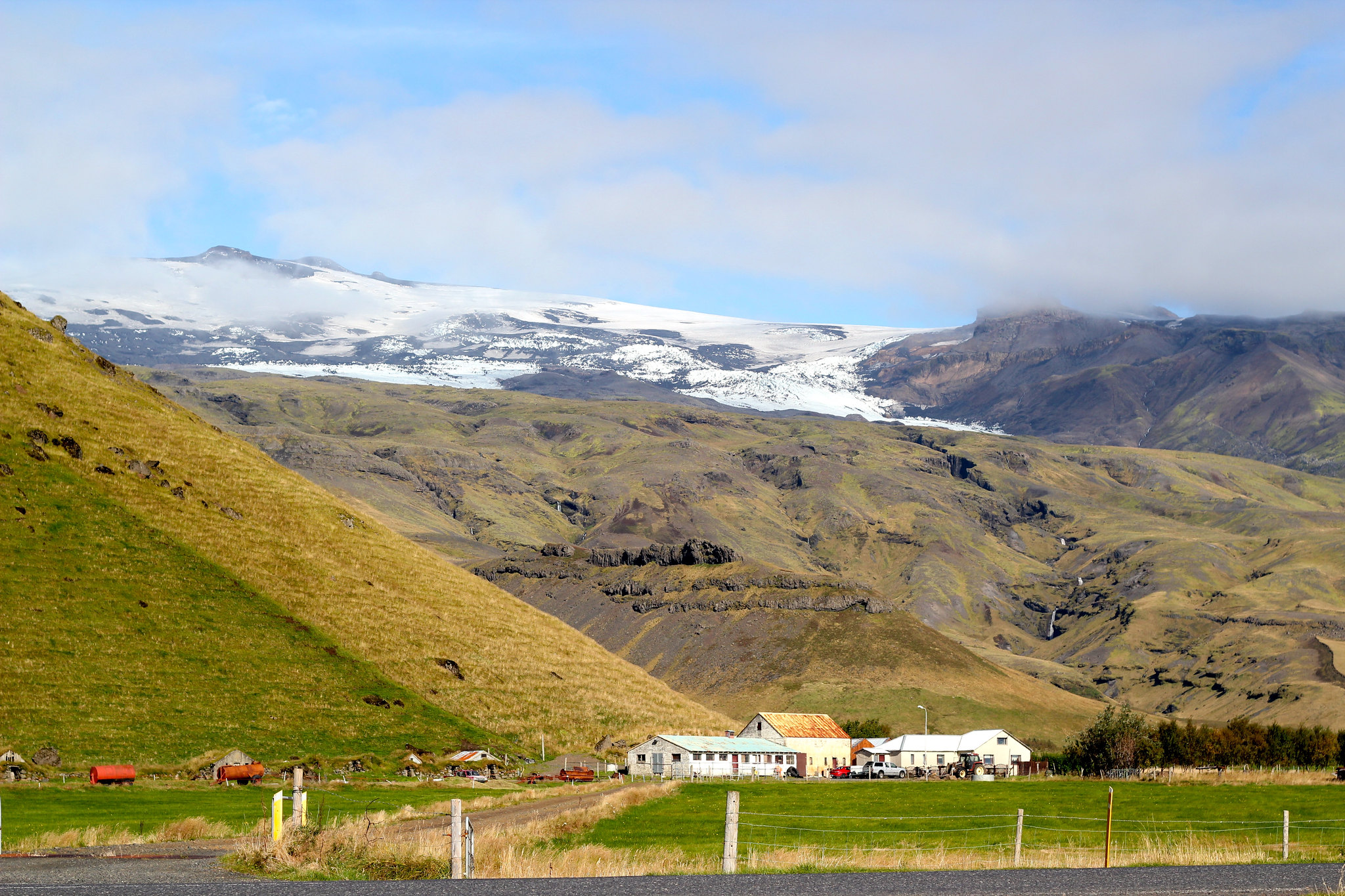 Phoe Travels to Eyjafjallajökull Erupts in Iceland