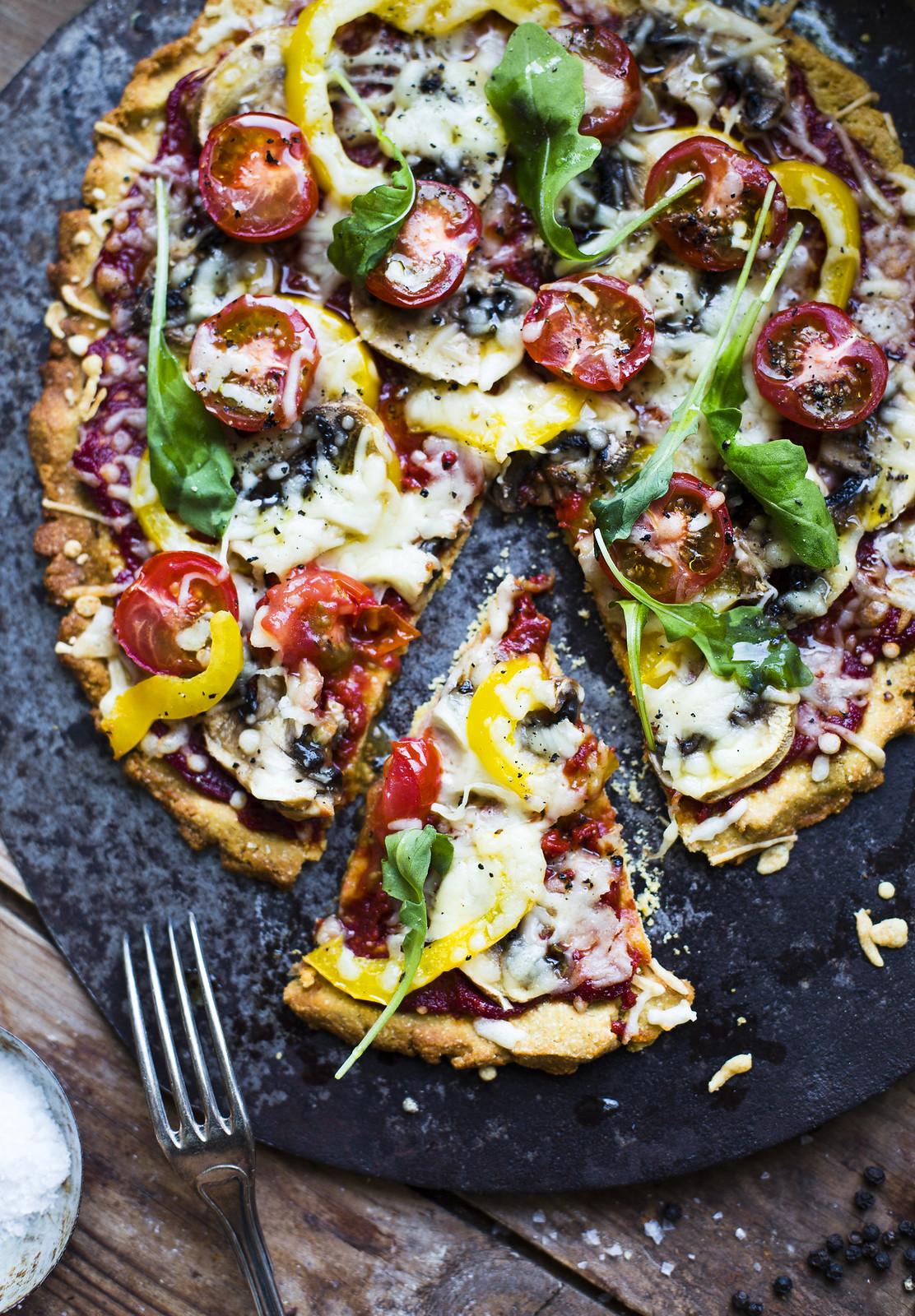 Glutenfri pizza på kikärtsmjöl - Evelinas Ekologiska