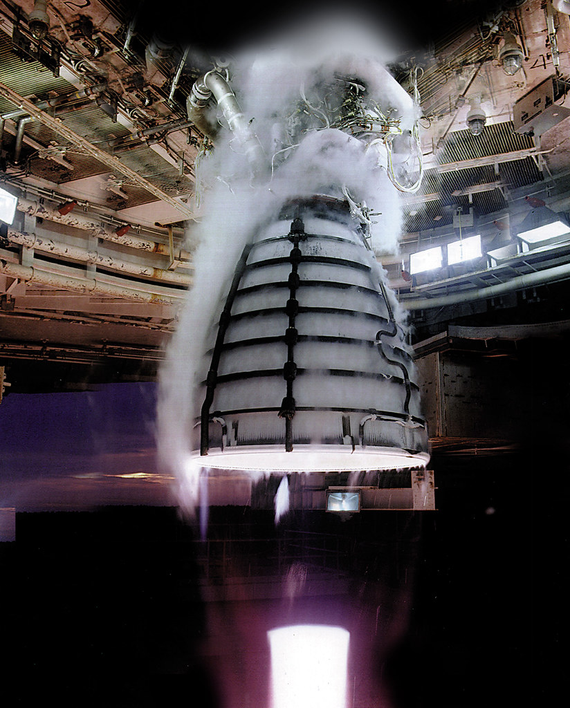 RS-25 engine test (for NASA's New Rocket)