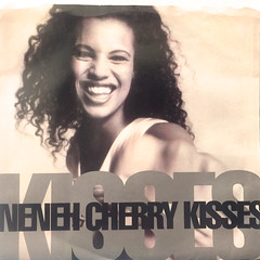 NENEH CHERRY:KISSES ON THE WIND(JACKET A)