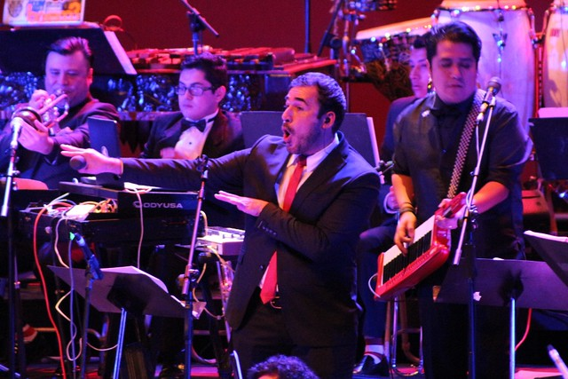 Orquesta sinfónica y Malacates funden sus géneros musicales en emotivo concierto