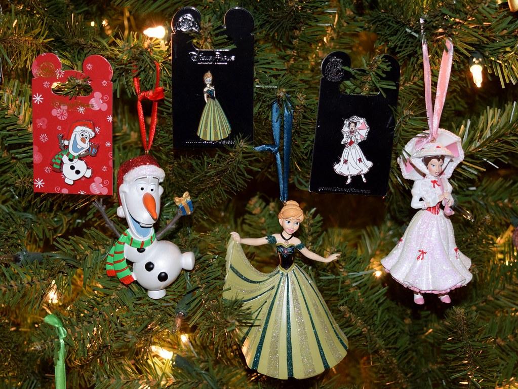 ... Disney Parks Pins and Ornaments in My Christmas Tree - Christmas Olaf,  Coronation Anna, - Disney Parks Pins And Ornaments In My Christmas Tree - Chr… Flickr