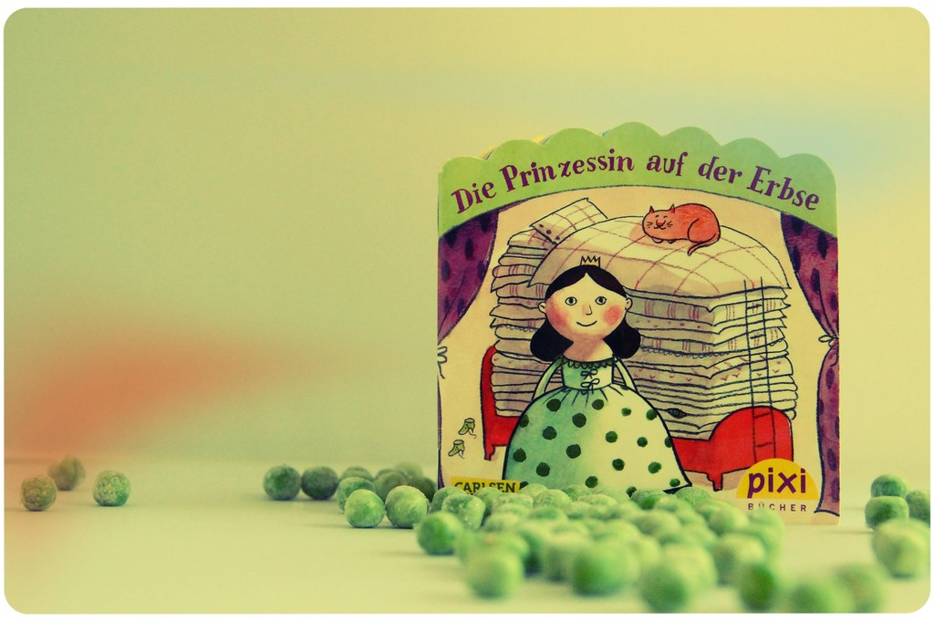princess and the pea book. P For A Present: The Pixi - Book: Princess And Pea Book