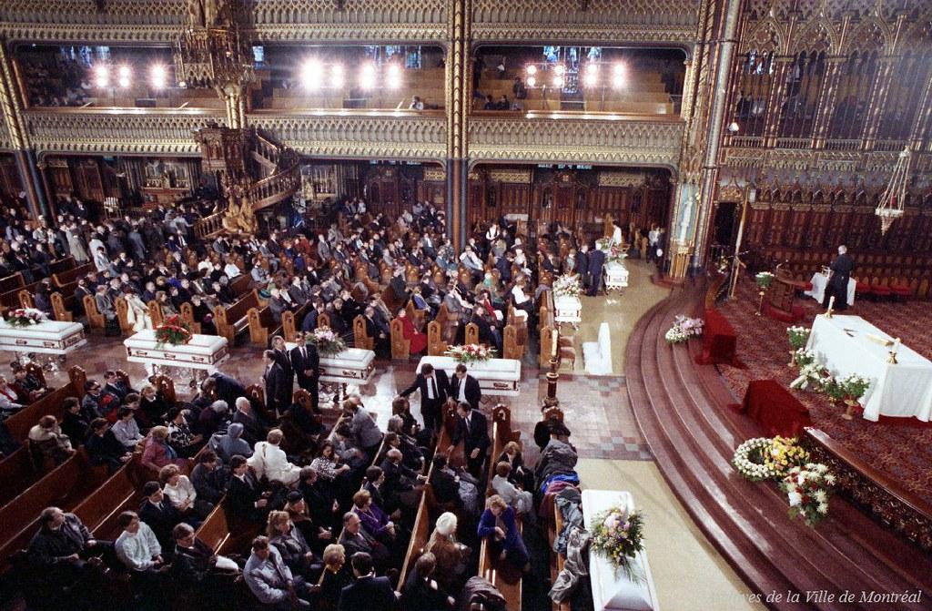 Funérailles de neuf des victimes du drame de Polytechnique. 11 décembre 1989. Photographie par Réjean Martel. VM94-U5165-004.