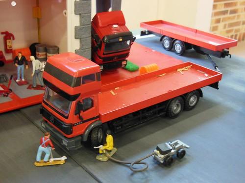atelier mercedes poids lourds 3 camions sk 2433 1 50. Black Bedroom Furniture Sets. Home Design Ideas