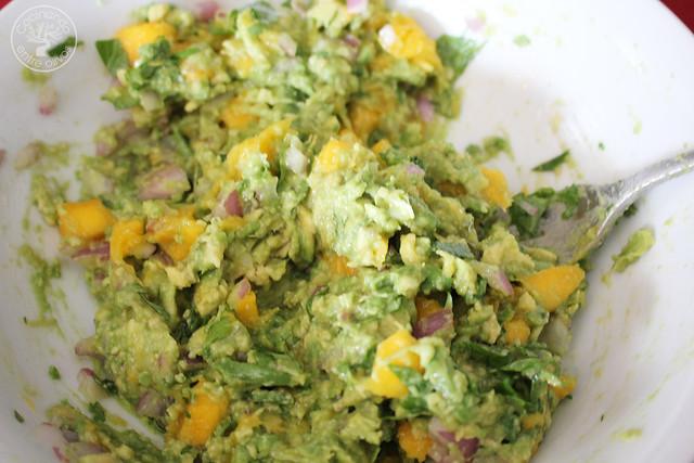 Apertitivo o dip de aguacate y mango www.cocinandoentreolivos.com (13)