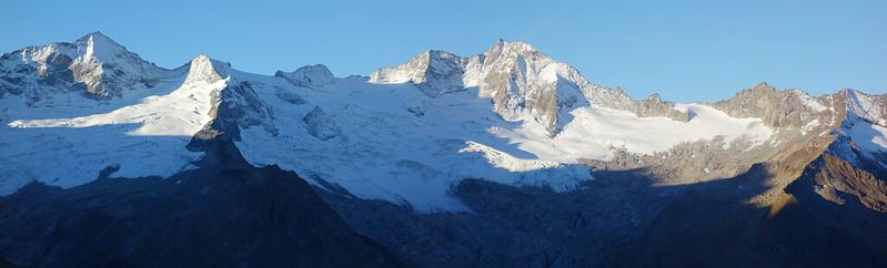 De bergkam waarover we heen gaan. De Schönbichler Horn ligt uiterst rechts.