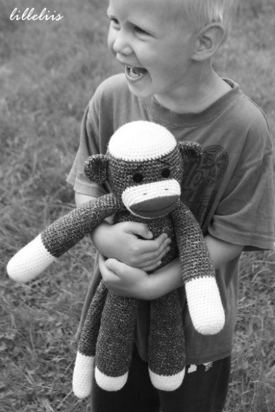 Free amigurumi pattern - Nosy kitty | Free pattern available… | Flickr | 500x334