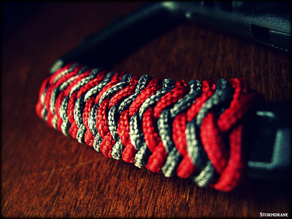 carabiner pineapple wrap red type i 95 paracord and black flickr