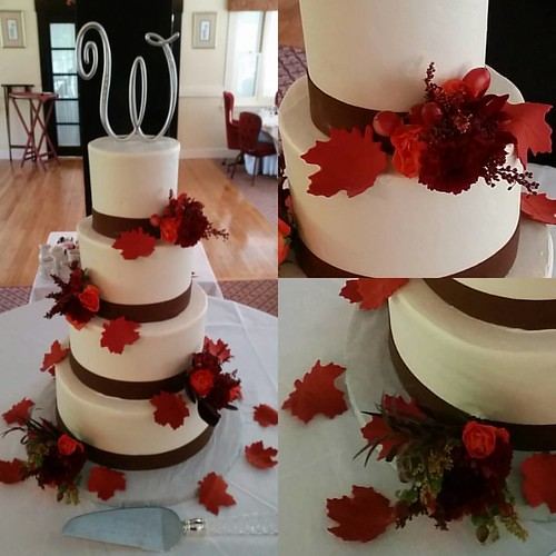 A beautiful New England fall day, perfect for a #fallwedding! Congratulations Andy and Aisha! | by Hippie Chick Bakery