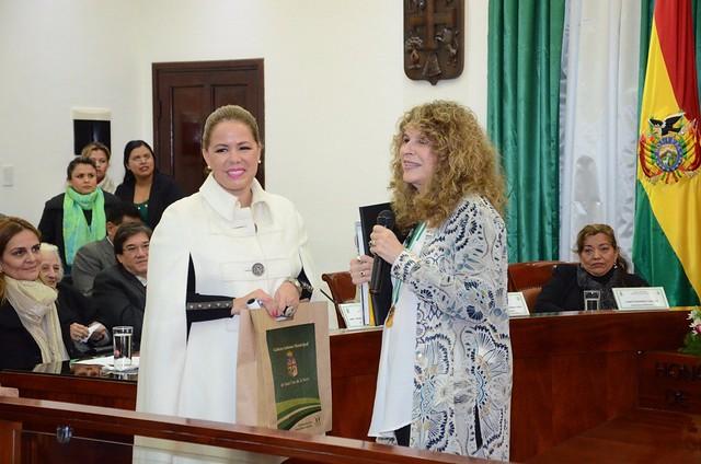 Gobierno Municipal distingue a escritores latinoamericanos que participan de la Feria del Libro