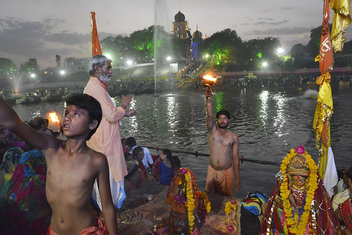Local priest performing Kshipra puja at Ramghat, Ujjain
