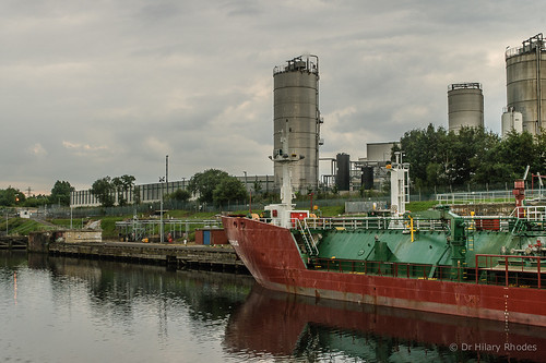 Rear of the gas tanker and Fulcurm tanks beyond | by hilofoz