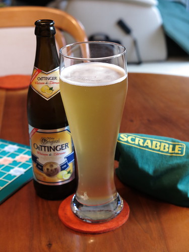 Alkoholfreies OETTINGER Weizen & Zitrone zum Scrabble