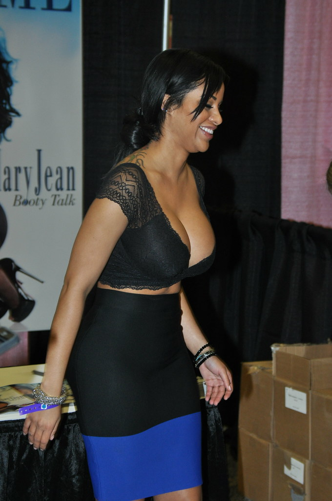 Nude girl hot full figure