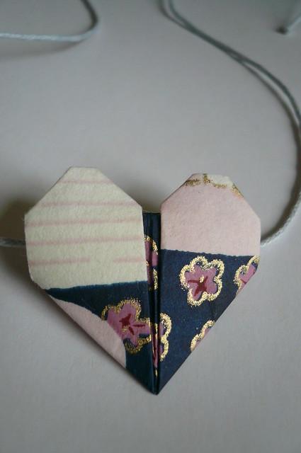 Origami Heart Bracelet Tutorial.