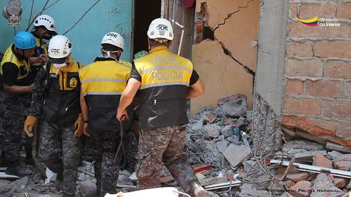 Ante la tragedia del 16 de abril la polic a nacional ha g for Ministerio del interior policia nacional del ecuador