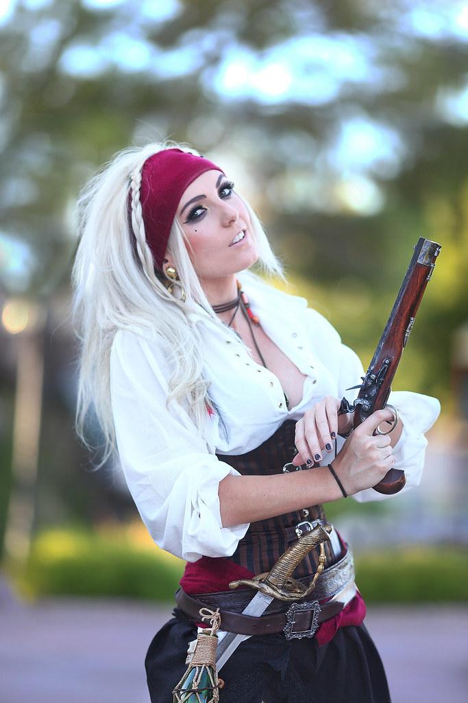 pirate with Sexy guns girls