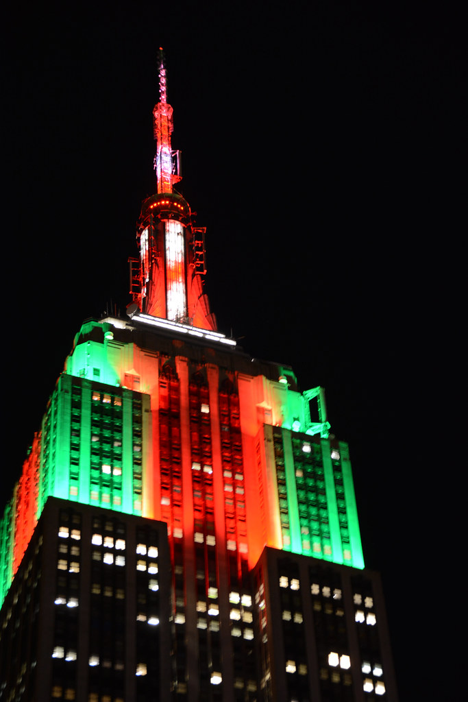 ... Picture Of Empire State Building Lit In Celebration Of Christmas  (Red/Green/Red