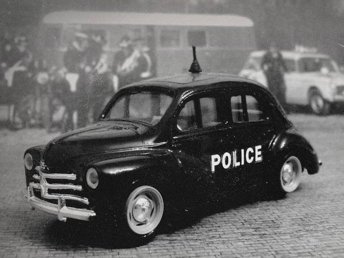 ELIGOR RENAULT 4CV POLICE