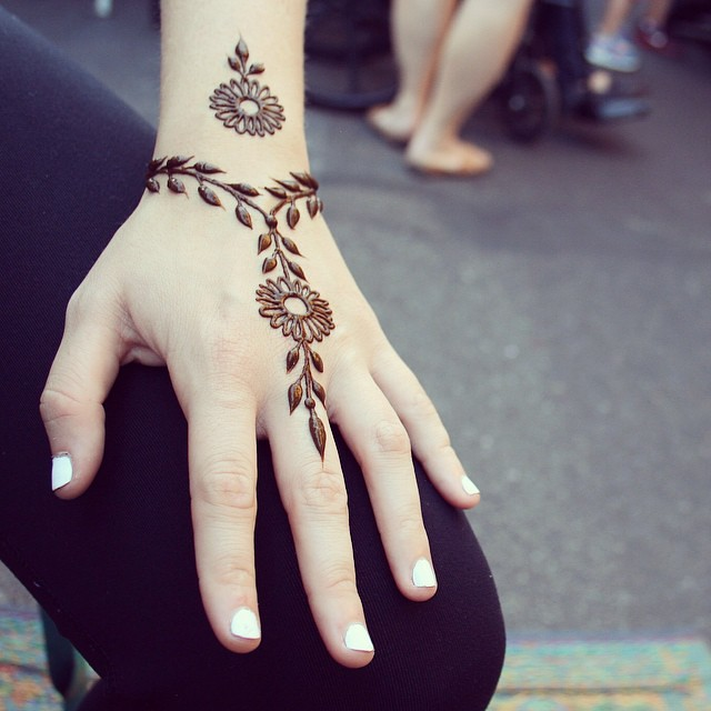 Simple And Natural Henna At The Market Henna Trails Flickr