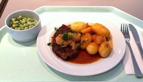 Steak from porkneck with red wine sauce & roast potatoes / Holzfällersteak mit Rotweinsauce & Röstkartoffeln