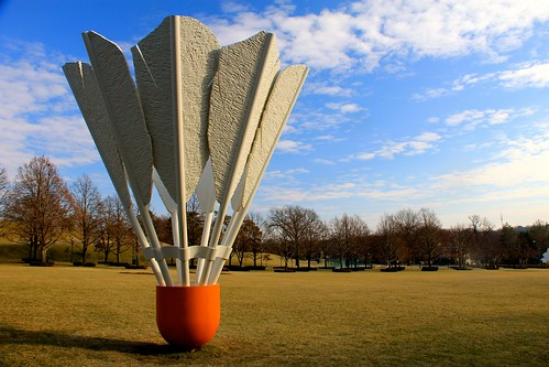 Giant shuttlecock at Nelson-Atkins Museum of Art