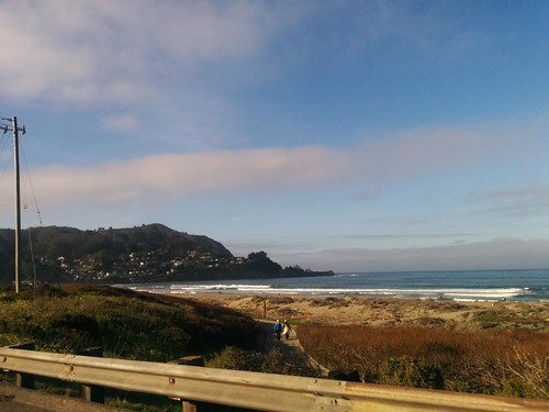 clear skies en pacifica, home of the best-views taco bell in the world :) http://t.co/3zi7sfrPDH | by meligrosa