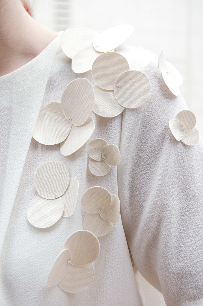 diy-camisetas-personalizadas-flores-tela-fin11