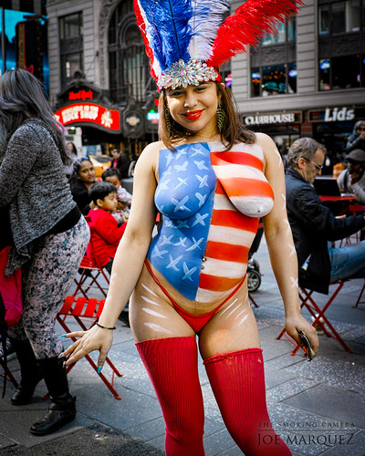Sigma Merrill Dp2 New York Times Square Flag Body Paint Mo